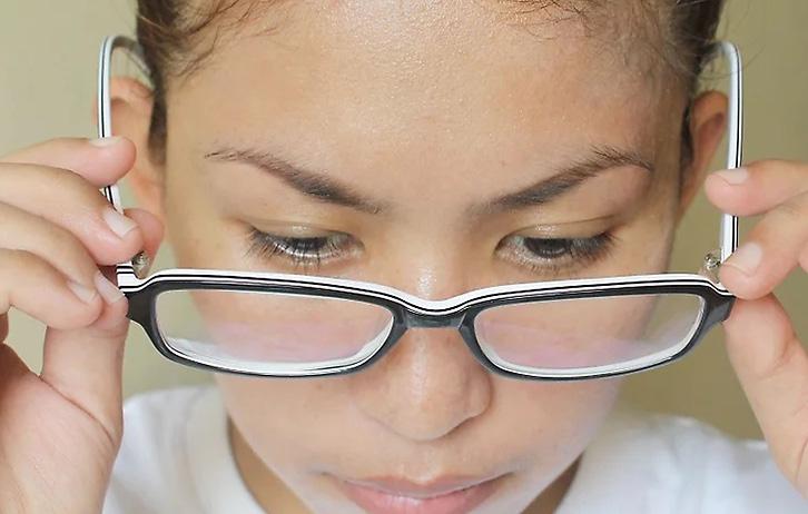 Cauze de deteriorare a ochelarilor; cum se curata ochelarii?; Ochelari de vedere; intretinere ochelari; reparatii ochelari;