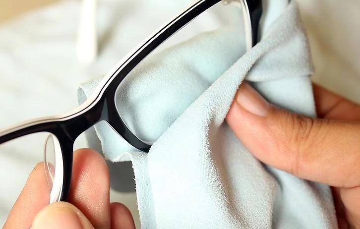 cum se curata ochelarii?; Ochelari de vedere; intretinere ochelari; reparatii ochelari;
